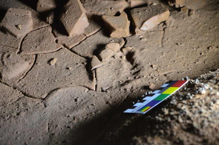 Arqueólogos han descubierto huellas de niños del Paleolítico en una cueva de Cantabria.