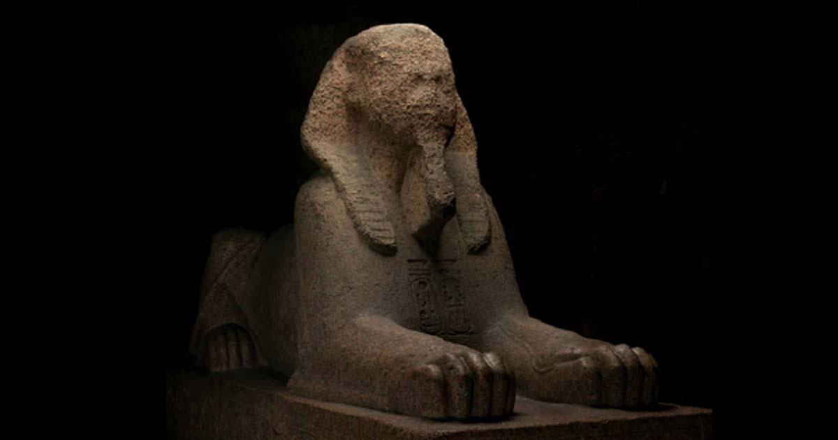 Esfinge de granito de Rameses II, trasladada de Memphis Egipto a Filadelfia, EE. UU., En 1913 Fuente: Penn Museum Archive.