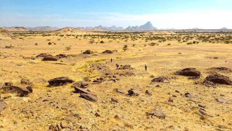 : Una vista del paisaje de las tumbas qubba, un tipo de tumba funeraria islámica o santuario, alrededor de un área conocida como Jebel Maman. (Costanzo et al. / CC-BY 4.0)
