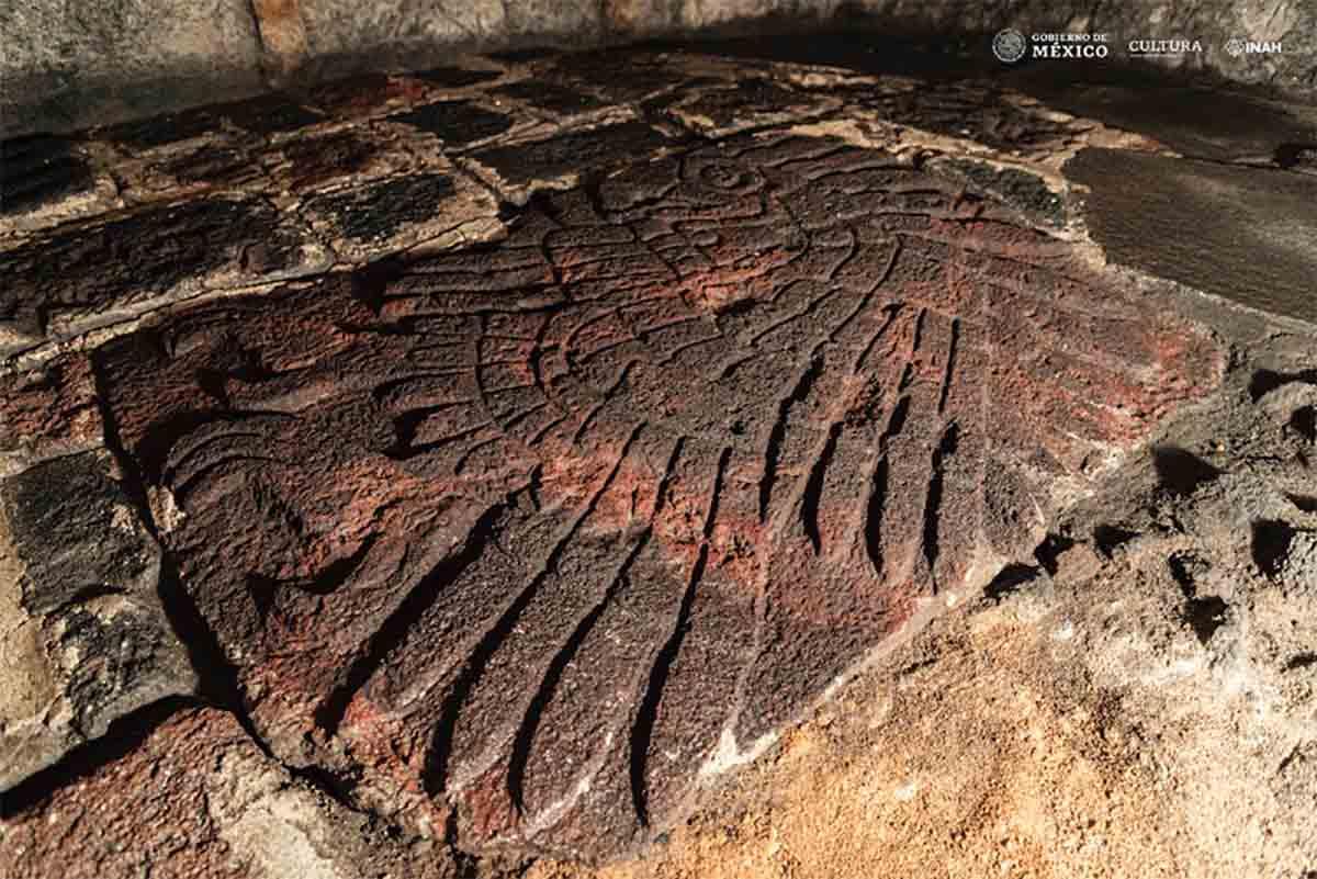 El bajorrelieve gigante de un águila real fue descubierto durante las excavaciones en el Templo Mayor de la Ciudad de México.