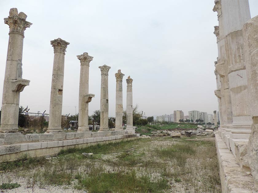 Las antiguas ruinas de Soli Pompeiopolis, donde se descubrió la gran tumba conmemorativa del antiguo poeta griego Arato.