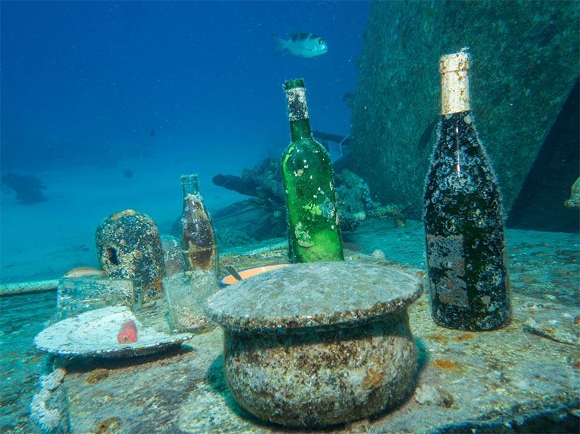 Representación del vino griego bajo el mar. Fuente: Christian Horras/ Adobe Stock