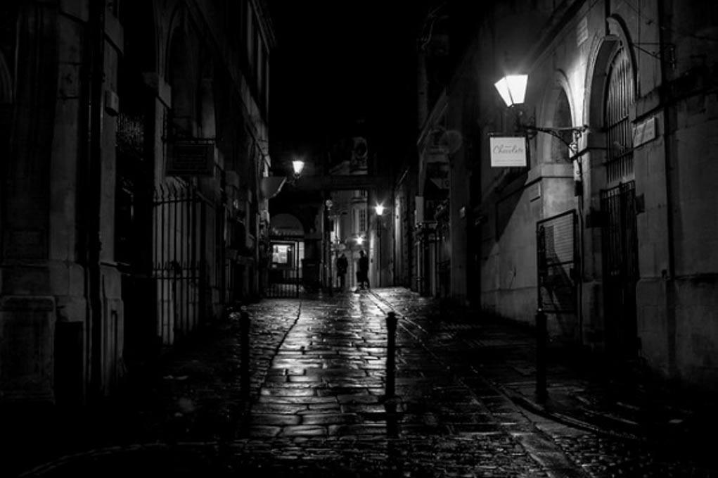 Las calles oscuras de Bristol, Inglaterra. Cuando la oscuridad descendió en la Noche de la Travesura, los niños tradicionalmente no se levantaron para nada. (George Alexander Ishida Newman, CC BY 2.0)