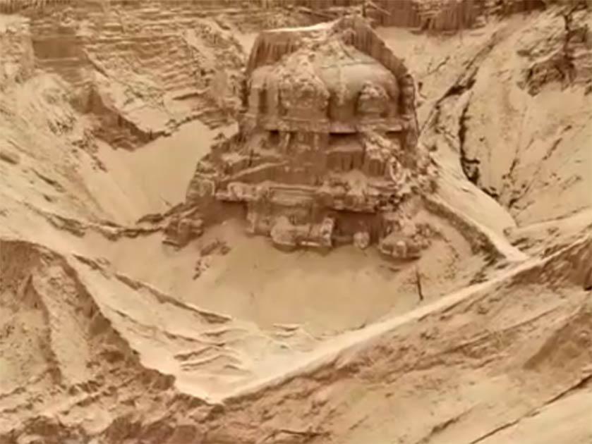 Antiguo templo indio de Shiva desenterrado en el río Penna cerca del pueblo de Peramalla Padu, Andra Pradesh, India Fuente: ANI