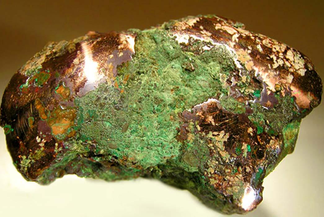 Pepita de cobre nativo de la deriva glacial, condado de Ontonagon, Michigan. Un ejemplo de la materia prima trabajada por la gente del Complejo Cobre Viejo. (Rob Lavinsky, iRocks.com/CC BY-SA 3.0);deriv.
