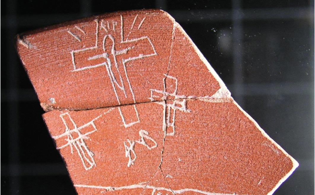 uno de los artefactos de Iruña-Veleia, tenga en cuenta la inscripción RIP encima de la cruz principal. (Zephyrus)