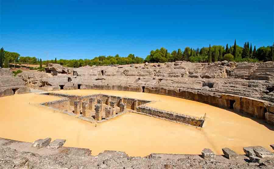 Las magníficas ruinas del anfiteatro de Itálica.