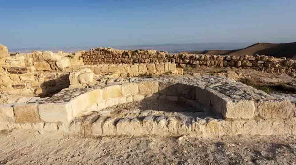 Los arqueólogos creen que este nicho representa los restos del trono de Herodes Antipas. Ahora Gyozo Voros ha concluido que este es el lugar exacto donde Salomé exigió la cabeza de Juan el Bautista.