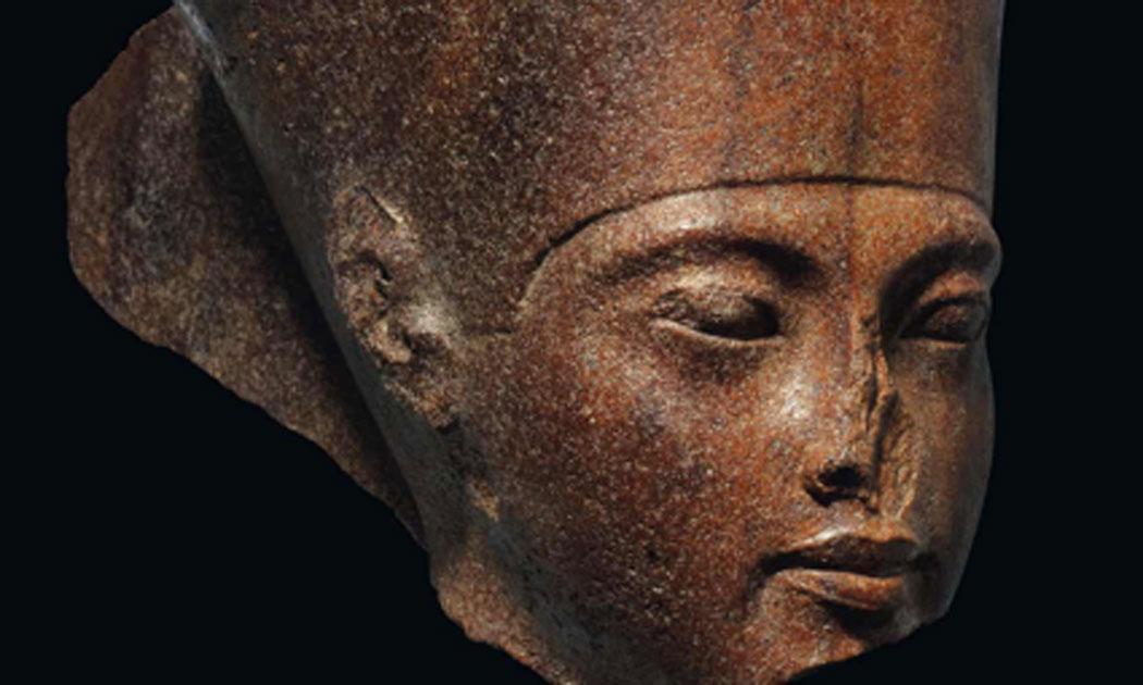 La estatua de la cuarcita marrón Rey Tut para subasta. Fuente: Christie's.