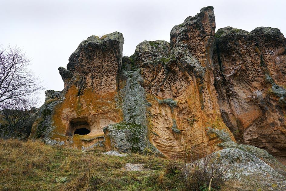 El monumento del rey frigio Midas llamado Yazilikaya en Eskişehir, Turquía. (Selcuk/ Adobe Stock)