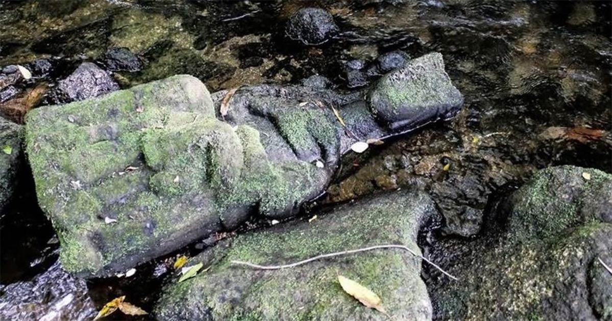 Un pescador encontró a esta Madonna en un río cerca de Santiago de Compostela, España. Fuente: Conchi Paz via Apatrigal