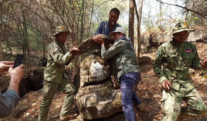 estatua de Makara encontrada en el Parque Nacional Phnom Kulen Fuente: Ministerio del Medio Ambiente / Khmer Times.