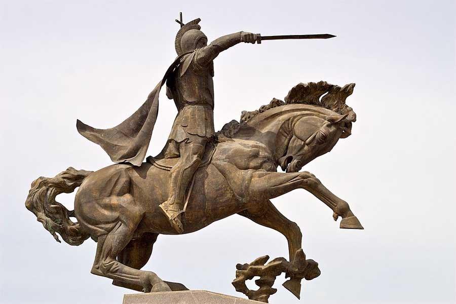 Estatua ecuestre de Vardan Mamikonian en Gyumri, Armenia.