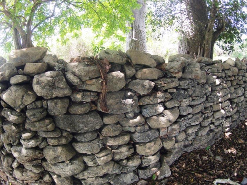 Muro restante de Manyikeni, Mozambique Fuente: eduviajante