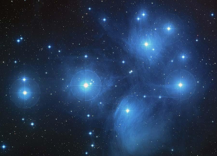 El Pleiades, también conocido como las Siete Hermanas o Matariki en Nueva Zelanda, comprende aproximadamente 3.000 estrellas, a unos 400 años luz de distancia de la Tierra.