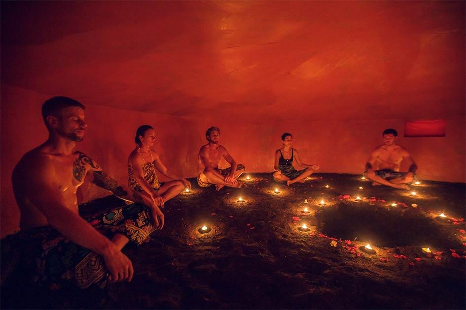 La tradición Maya Temazcal o baño de sudor es una práctica moderna popular que probablemente se originó en el baño de sudor Maya Los Sapos encontrado recientemente en Guatemala.