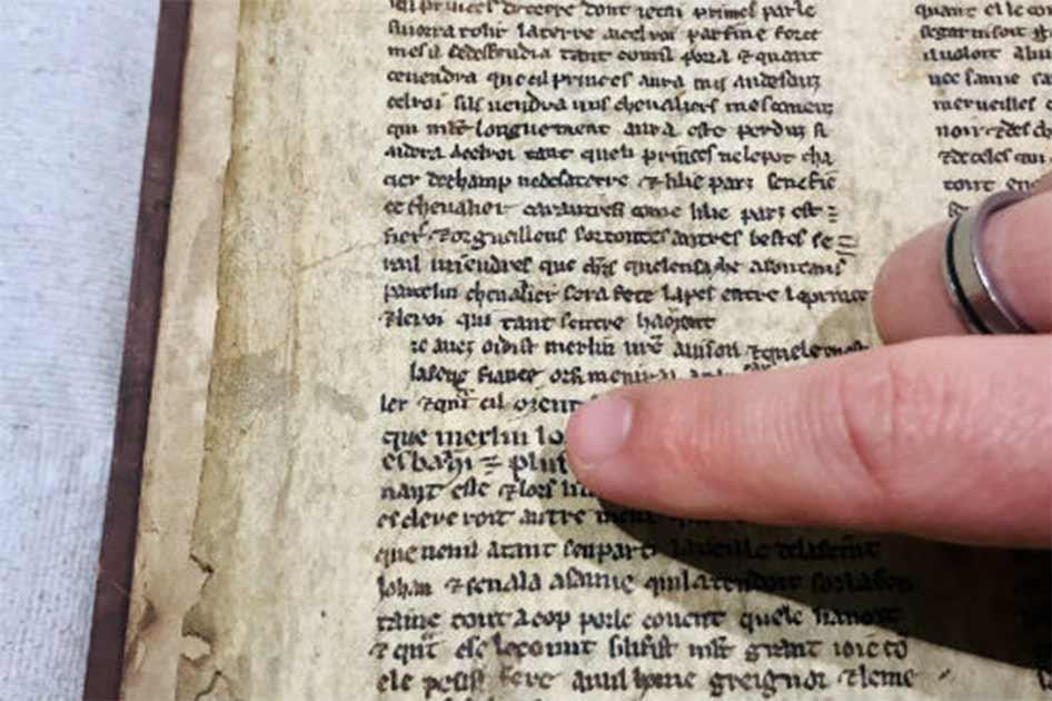 La traducción del manuscrito del mago Merlín ya está completa