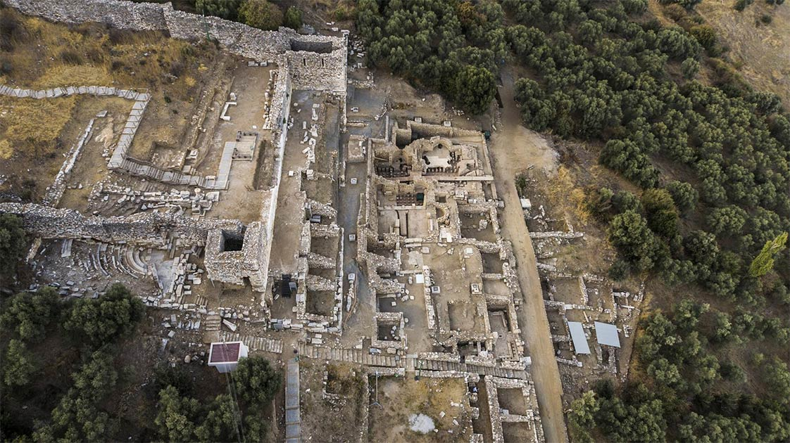 El área superior desarrollada de la antigua ciudad de Metrópolis donde se encontraron las cuatro grandes cisternas de agua.
