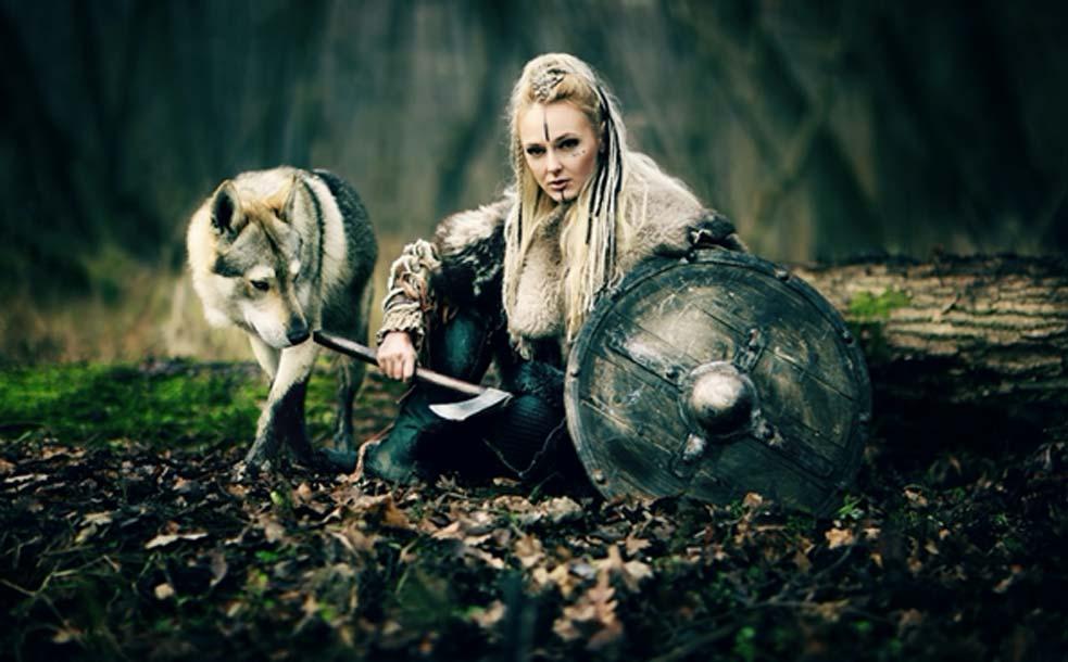 : imagen representativa de una mujer guerrera vikinga (DPVUE Images/ Adobe Stock)