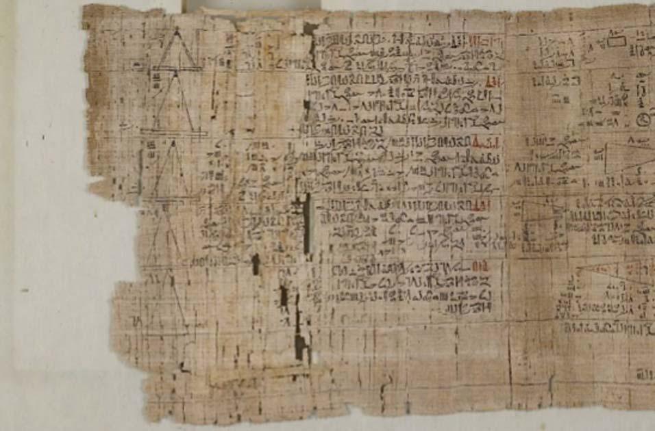 El papiro matemático detrás. Fuente: Museo Británico / CC BY-NC-SA 4.0.
