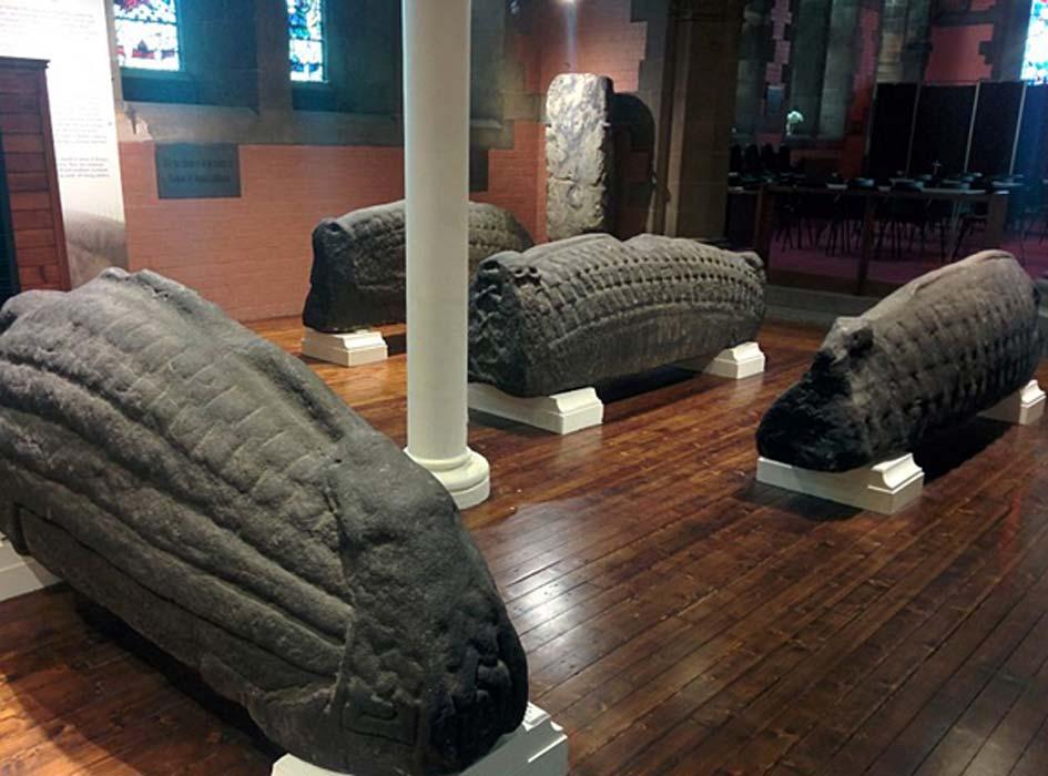 Piedras de Hogsback en la iglesia de Goven Fuente: CC BY-SA 3.0