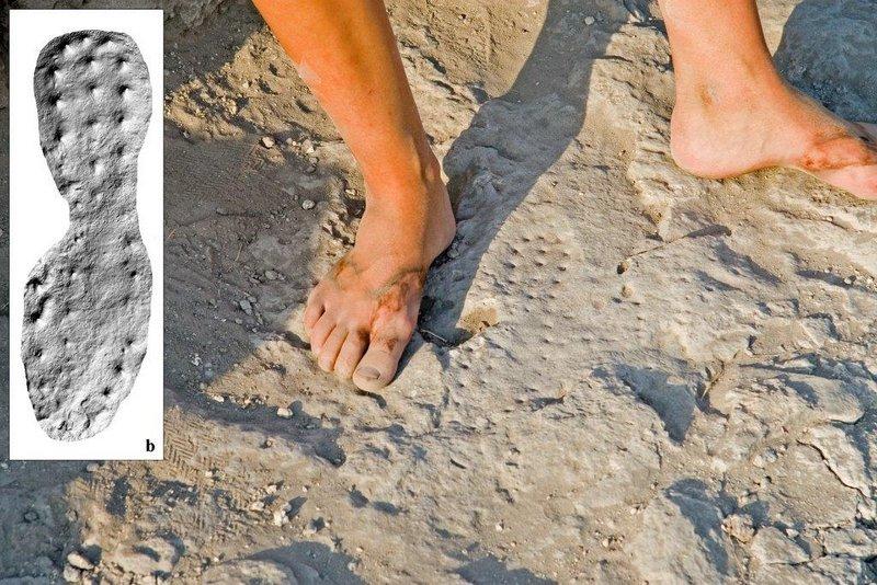 portada-huella de una bota militar romana claveteada en el suelo y una imagen digital-3D de la misma (Foto-Michael Eisenberg).jpg