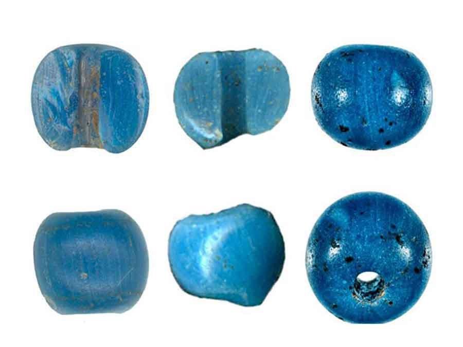 Los investigadores han propuesto una teoría de por qué se han descubierto en Alaska artefactos precolombinos, cuentas azules venecianas para ser precisos.