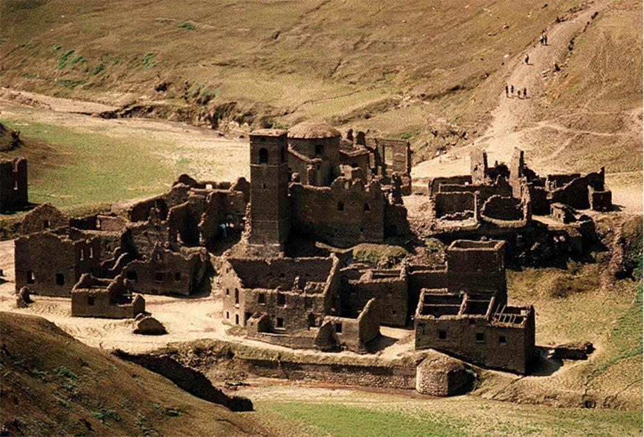 El pueblo medieval italiano Fabbriche di Careggine emerge de debajo del lago Vagli. Fuente: dominio público