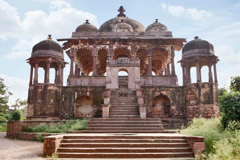 El fuerte de Ranthambore se construyó no solo como un bastión, sino que también se convirtió en un centro de la cultura Chauhan en Rajasthan, India.