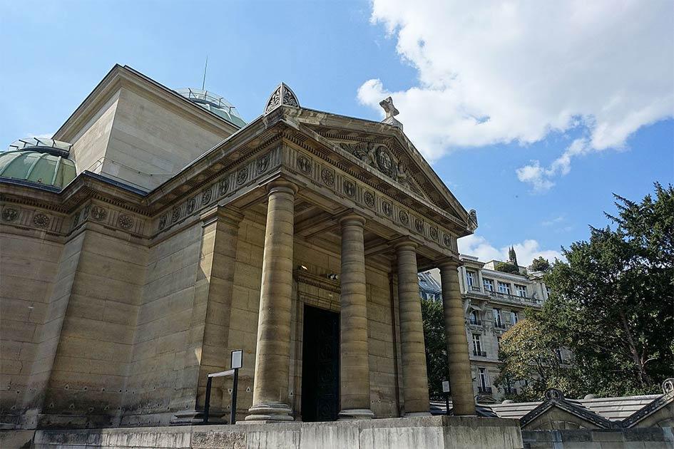 Chapelle Expiatoire, una capilla en el distrito 8 de París, donde se encontraron en un muro a las supuestas víctimas del Reino del Terror. Fuente: Guilhem Vellut de París, Francia / CC BY 2.0