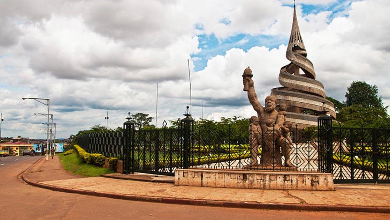 Monumento a la Reunificación, Yaundé, Camerún Fuente: Ngnogue.Z Autor Ed Whelan