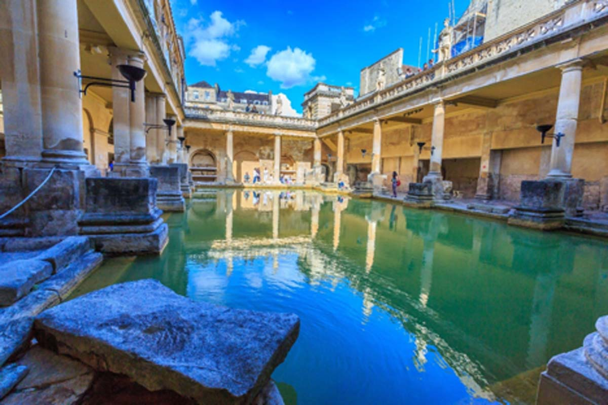 Museo de baños romanos en Bath, Reino Unido. Fuente: bnoragitt / Adobe Stock