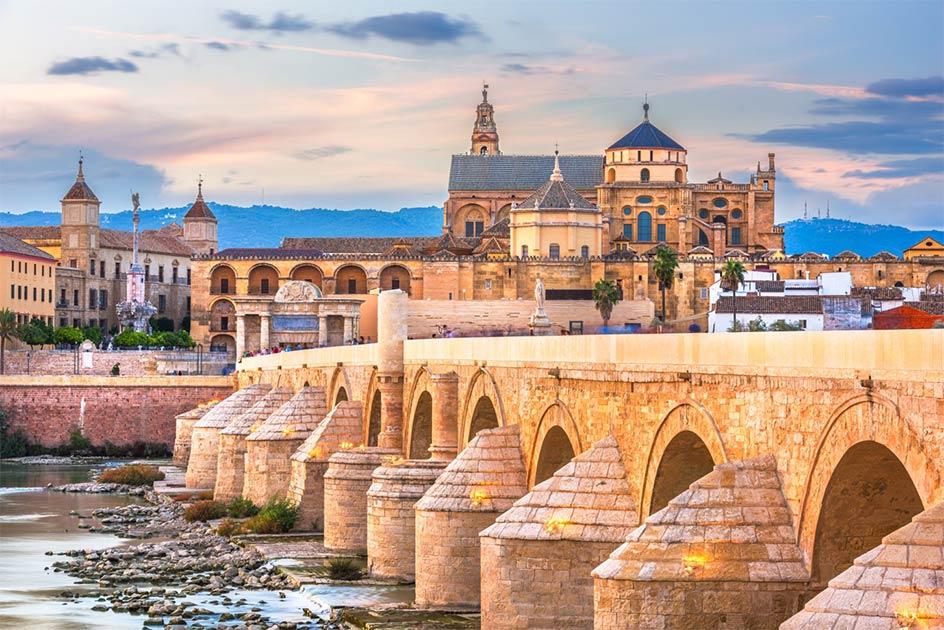 Skyline de Córdoba, España Fuente: SeanPavonePhoto / Adobe Stock