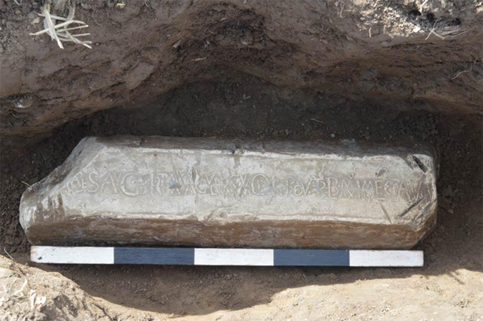 lingote de plomo romano Fuente: Ian Grant / © Clwyd-Powys Archaeological Trust