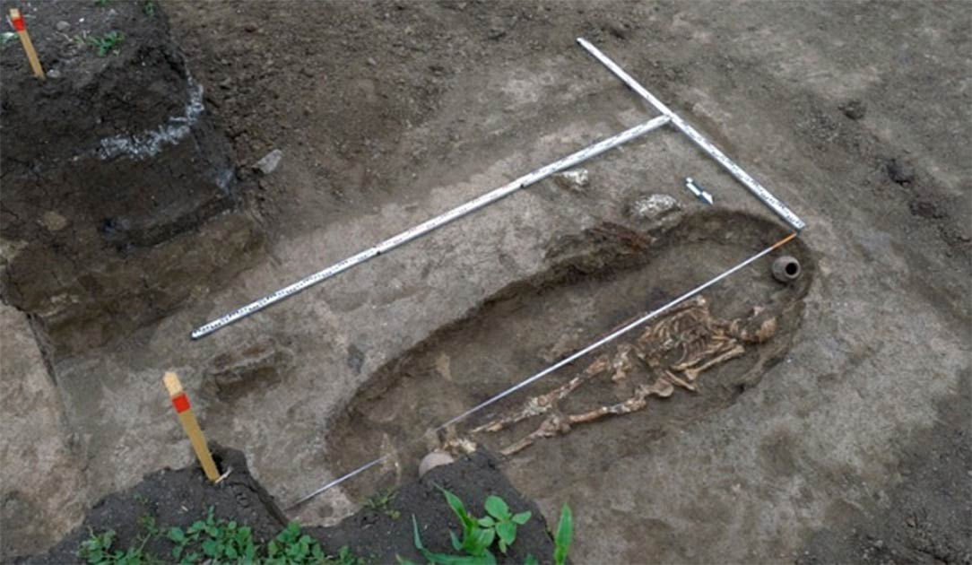 Esqueleto de un guerrero Sarmatian descubierto cerca de Krasnodar, Rusia. Fuente: Russian Highways