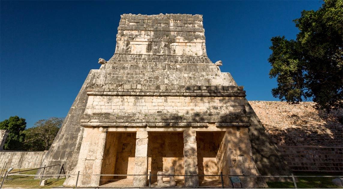 El Templo de los Jaguares en el corazón del antiguo complejo de Chichén Itzá, donde dos investigadores mexicanos finalmente encontraron los nombres de los gobernantes de la dinastía Maya Cocom escritos en glifos mayas.
