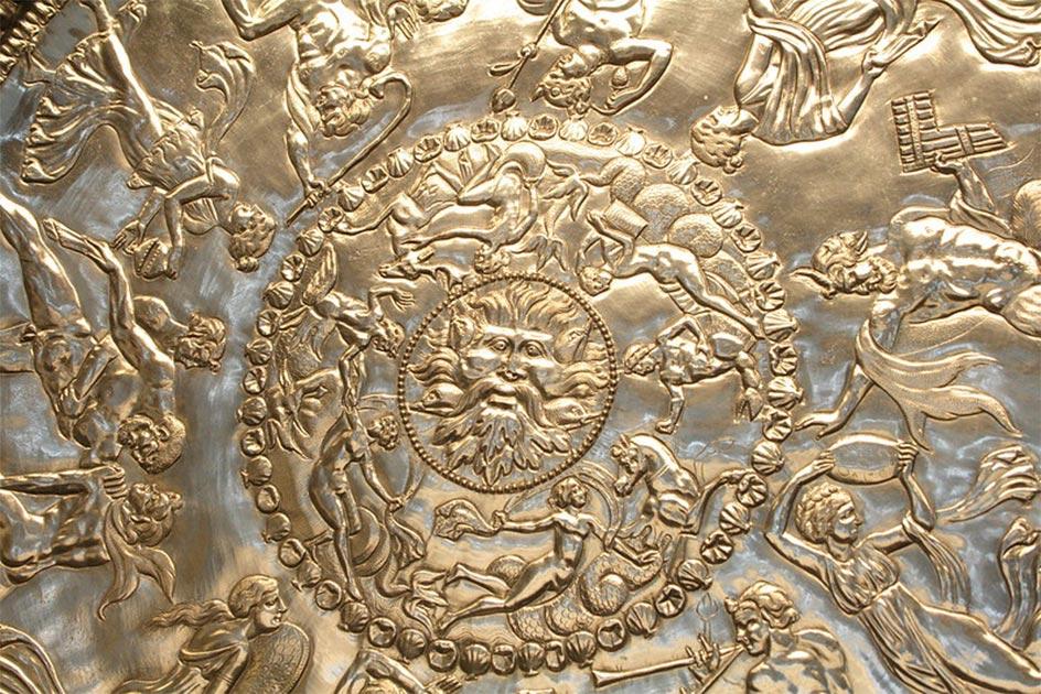 Primer plano del maravilloso diseño del Gran Plato del Tesoro de Mildenhall. Fuente: Ian