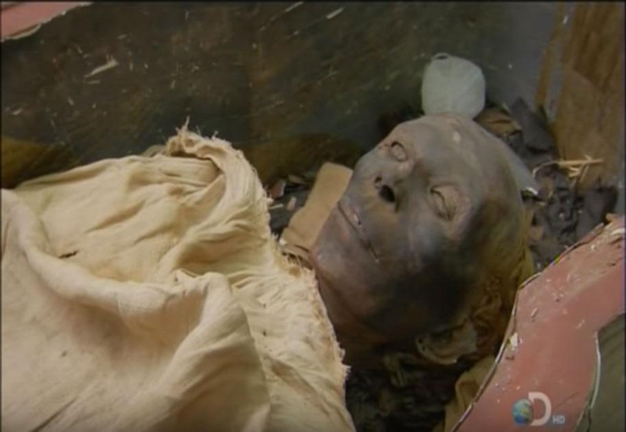 Tjuyu fue descubierto en 1905 con cabello rubio. Fuente: Captura de pantalla de YouTube.
