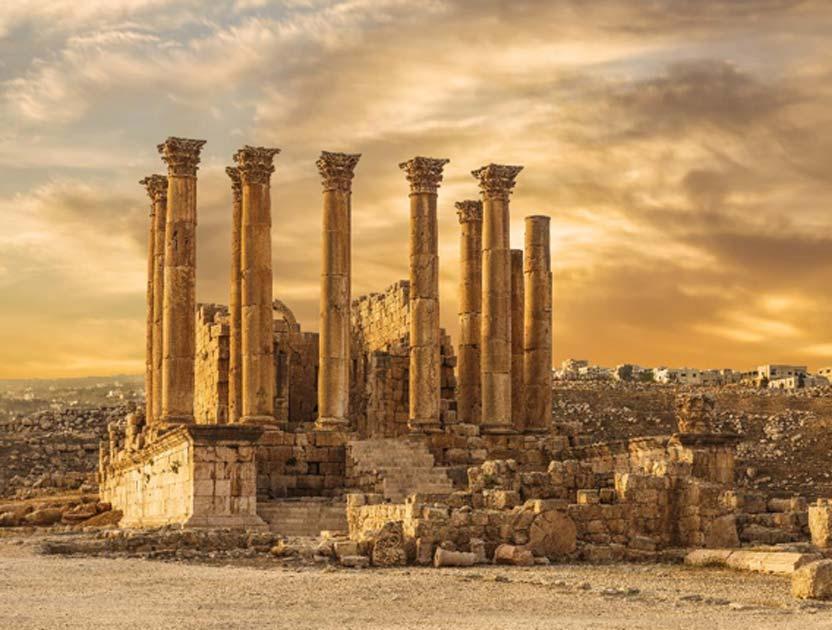 Templo de Artemisa en la antigua ciudad romana de Gerasa al atardecer, Jerash, Jordania. Fuente: vesta48 / Adobe Stock