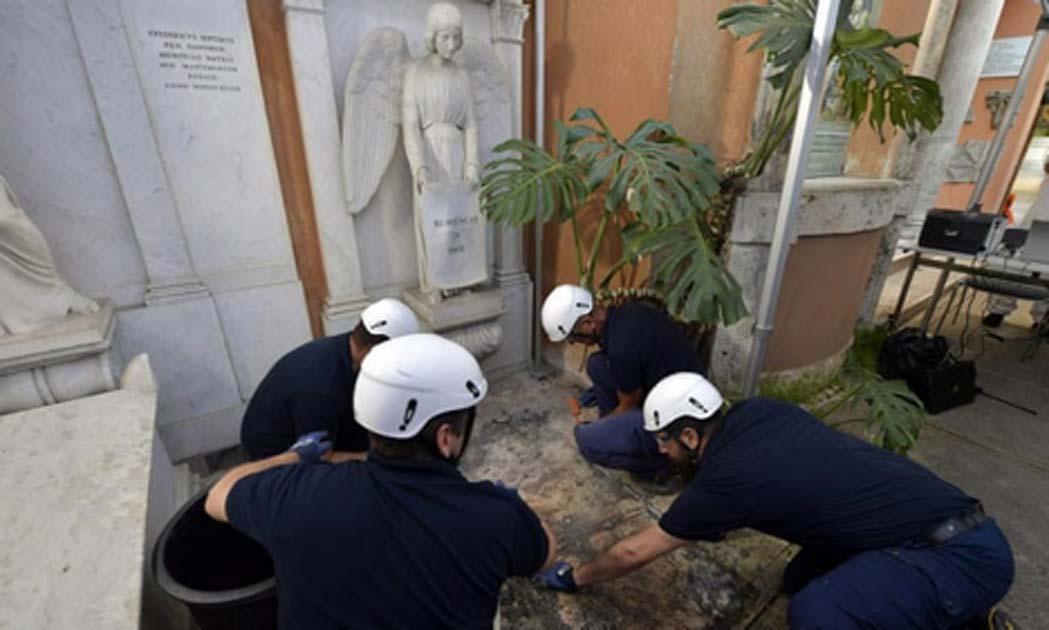 Se abrieron dos tumbas del siglo XIX en el cementerio teutónico del Vaticano. Fuente: Medios de Vaticano