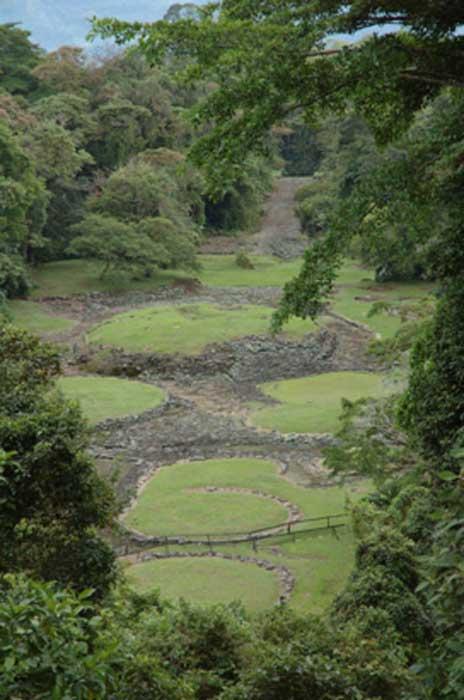 El monumento a Guayabo de Turrialba cubre 540 acres, pero solo una pequeña porción ha sido descubierta. CC BY 2.0