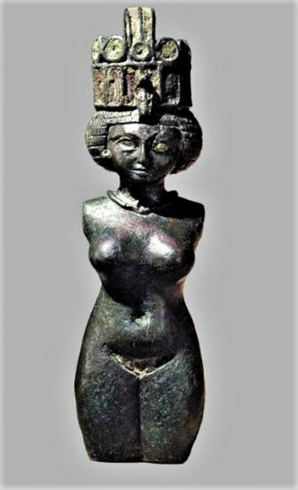 Hathor, estatuilla de bronce, siglo VIII a. C. (Museo de Brooklyn)