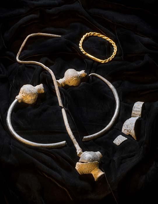 """El raro tesoro vikingo fue descubierto en la Isla de Man por Kath Giles, y ha sido apodado el """"tesoro de Giles"""". (Museo del Patrimonio Nacional de Manx)"""