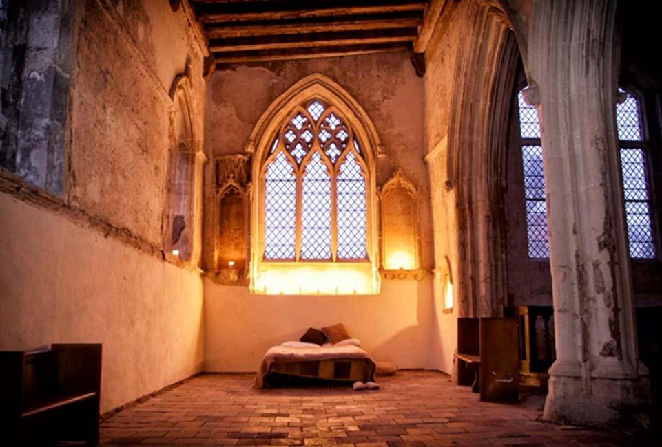 Una de las iglesias habilitadas para el 'champing' por el CCT, Fondo para la Conservación de Iglesias de Inglaterra. (Fotografía: Neil Randall/Churches Conservation Trust)