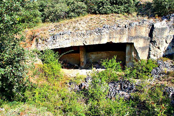 Antigua cantera abandonada en la Sierra de Atapuerca, cercana a los famosos yacimientos. (Wikipedia)