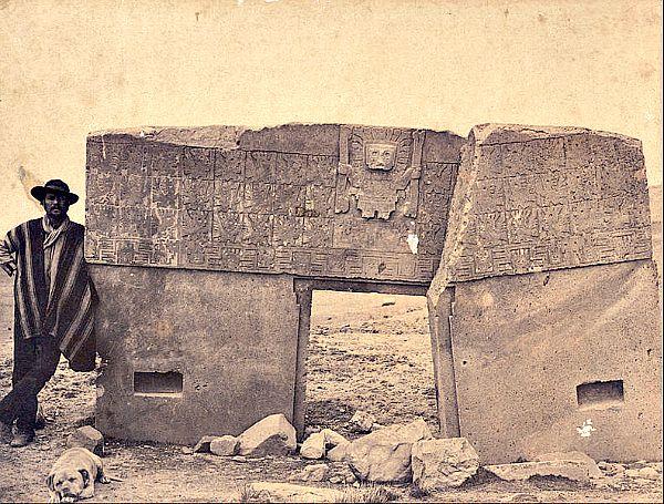 La Puerta del Sol fotografiada en 1877 (Wikimedia Commons)