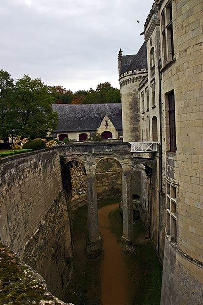 El foso del castillo de Brézé es el más profundo de toda Europa. (Gerd Eichmann / CC BY-SA 4.0)