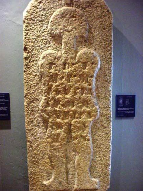 """La estela denominada """"astronauta de Casar"""" se exhibe en el Museo de Cáceres, Cáceres, España. (ver pueblos)"""