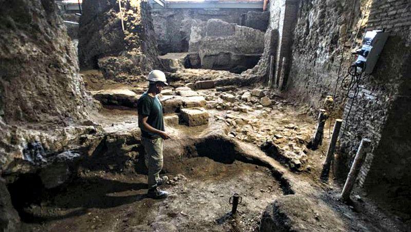 Las ruinas de las habitaciones romanas yacen en el interior del Palacio Canevari, antigua sede del Instituto Geológico italiano. (Fotografía: TeleSur/EFE)