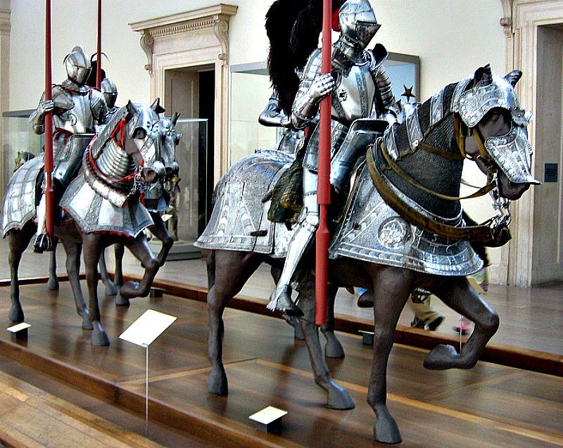 Galería de los caballeros, caballos y armaduras. (Wikimedia Commons)